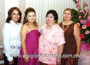 22082007 Ivonne Reyes Narváez disfrutó de una fiesta de despedida, organizada por María Guadalupe, Raquel Eugenia y Concepción