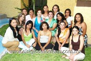 22082007 Janeth Herrera Martínez junto a sus amigas, en la despedida que le ofrecieron por su próxima boda con David Gerardo Romano Dávila.