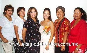 23082007 Gisela Reyes, acompañada de María del Carmen Reyes, Irma, Hermila y Carmen Reyes y Carmen Zavala, anfitrionas de su despedida.