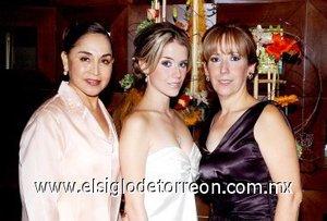 23082007 María Guadalupe H. de Barrios y Virginia Arenas de Hernández organizaron la despedida de Ángela.
