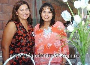 23082007 Nélida Ortiz de Ibarra junto a Irma Vázquez de Ortiz, anfitriona de su fiesta de canastilla.