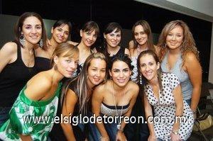 24082007 Alejandra Soltero Meléndez con sus amigas.