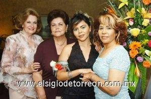 26082007 Roberta Érika Gutiérrez Muñoz junto a Concepción Arias, Concepción Borrego y Panchita Muñoz, quienes le organizaron una fiesta pre nupcial.