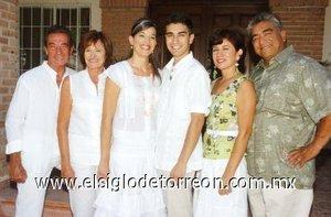 26082007 Stephanie y Roberto junto a sus padres, Dominique y María Lafayed, Nidia y Roberto García.