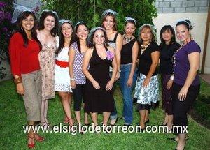 26082007 Gladys Yadira Islas Ramírez, con algunas de las asistentes a su festejo pre nupcial.