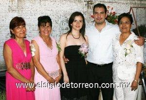 31082007 Carlos Fernando Vázquez Askins y Vanessa Alejandro Bonilla junto a Verónica Askins, Blanca de Cabral y Teresa Vázquez, anfitrionas de su despedida.