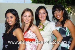 31082007 Claudia Ivonne Villarreal Abraham acompañada de Sandra Villarreal Sánchez, Karina Reyes Villarreal y Berenice Ramírez Villarreal, en su despedida.