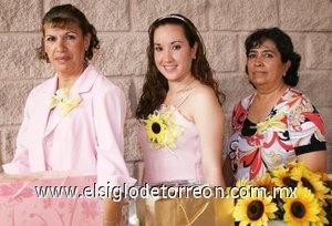 31082007 Karina Calderón Ramírez junto a Guadalupe Villegas de Rodríguez y María Eugenia Ramírez de Calderón.