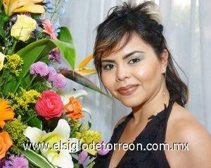 31082007 Roberta Érika Gutiérrez Muñoz, en su fiesta de despedida.