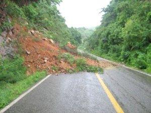 También se reportaron deslaves en la sierra, la Huasteca y la zona Otomí-Tepehua de Hidalgo y al menos 20 comunidades están parcialmente incomunicadas.