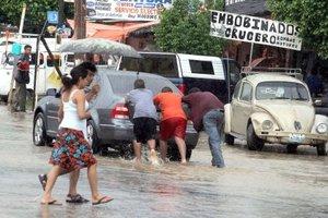 El SMN anunció que habrá lluvias intensas en Colima, Jalisco, Nayarit, Nuevo León, San Luis Potosí y Tamaulipas; muy fuertes en Chiapas, Coahuila, Durango, Guerrero, Hidalgo, México, Michoacán, Oaxaca, Puebla, Sinaloa y Zacatecas.