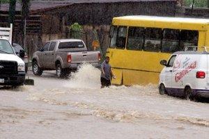 En Guerrero están bloqueadas las carreteras de la Montaña de Tlapa, lo que incomunicó a medio centenar de pueblos de cinco municipios.
