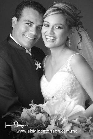 L.R.H. Nicolás Contreras Morales y L.A.E. Irma Ávila Martínez unieron sus vidas en sagrado matrimonio el pasado 28 de julio de 2007.  <p> <i>Estudio Laura Grageda.</i>