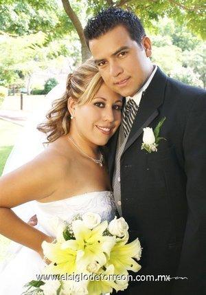 Lic. Luis Javier Medina Granados y Lic. Inf. Lizeth Yolanda Nieto Montes recibieron la bendición nupcial, en la parroquia del Sagrado Corazón de Jesús, el sábado siete de julio de 2007.