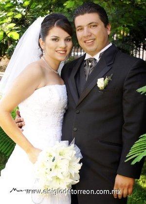 Ing. Carlos Eduardo Katsicas Alvarado y C.P. Dyana Ivette Saavedra González contrajeron matrimonio en la parroquia de La Sagrada Familia.  <p> <i>Estudio Morán.</i>