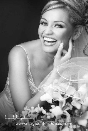 L.A.E. Irma Ávila Martínez el día de su boda con L.R.H. Nicolás Contreras Morales. <p> <i>Estudio Laura Grageda.</i>