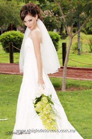 L.E.P. Blanca Natalia Acosta Peña, el día de su boda con el Ing. Luis Mario, Caro Sifuentes. <p> <i>Estudio Katia Herrera.</i>