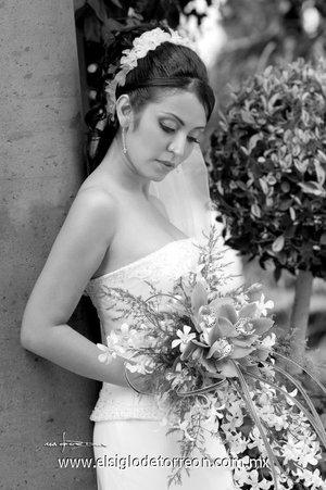 Lic. Citlali Eréndira Morales Vargas el día de su boda con el Ing. Paul Édgar Méndez López. <p> <i>Estudio Carlos  Maqueda.</i>