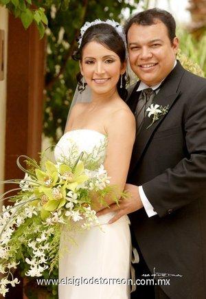 Ing. Paul Édgar Méndez López y Lic. Citlali Eréndira Morales Vargas contrajeron matrimonio el sábado 21 de julio de 2007.  <p> <i>Estudio Carlos Maqueda.</i>