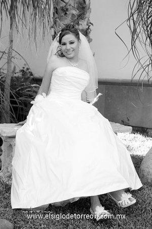 Lic. Maky Limones Olmeda, el día de su boda con el Ing. Omri Ruiz Rosales. <p> <i>Estudio Carlos Maqueda.</i>