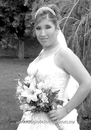 Lic. Priscila Mayela Santos García, el día de su boda con el Ing. David Francisco Villegas Martínez. <p> <i>Estudio Gustavo Borroel.</i>