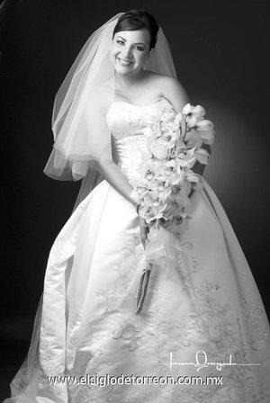 Srita. Elizabeth de la Peña Seijas unió su vida en Sagrado Matrimonio a la del Sr. Barry Andrew Clements. <p> <i>Estudio Laura Grageda</i>