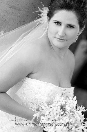 Srita. Esmeralda Ogazón Rangel, el día de su boda con el Sr. Édgar Alejandro Pineda Tovar. <p> <i>Estudio Carlos Maqueda.</i>