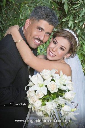 Sr. Fernando Bermea y Srita. Imelda Elizabeth Rosas Muñoz contrajeron nupcias en la parroquia de La Inmaculada Concepción, el sábado 18 de agosto de 2007.  <p> <i>Studio Sosa.</i>