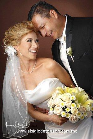 Sr. Julio César Cariño Orozco y Srita. Liliana Anel Sánchez Luna contrajeron matrimonio en la parroquia Los Ángeles, el viernes 20 de julio de 2007.  <p> <i>Estudio Laura Grageda.</i>