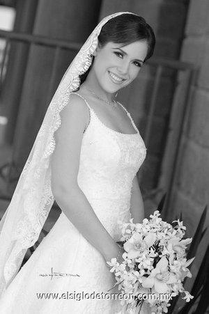 Srita. Lorena Iturbide Torre contrajo matrimonio con el Sr. Jorge Arturo Rivera Chávez. <p> <i>Estudio Carlos Maqueda.</i>