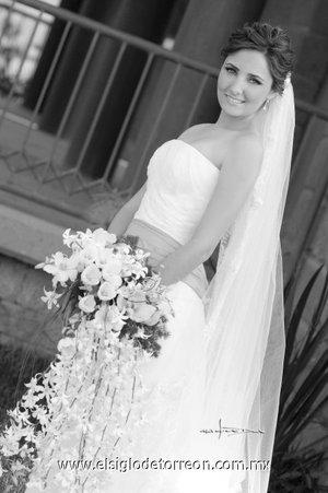 Srita. Marcela Albéniz Franco unió su vida en matrimonio a la del Sr. Alfonso Morales Sánchez. <p> <i>Estudio Carlos Maqueda.</i>