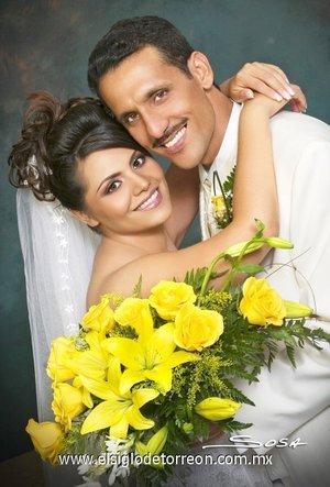 Sr. Sergio Ochoa Blanco y Srita. Marlene Ivonne Cervantes López y contrajeron matrimonio en la iglesia Adventista del Séptimo Día, el 12 de agosto de 2007.  <p> <i>Studio Sosa.</i>