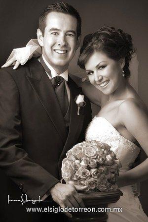 Sr. Luis Arturo Zarzoza Arguijo y Srita. María Alejandra Cabrera Ávila contrajeron matrimonio en el altar de la parroquia Los Ángeles, el sábado 21 de julio de 2007.  <p> <i>Estudio Laura Grageda.</i>