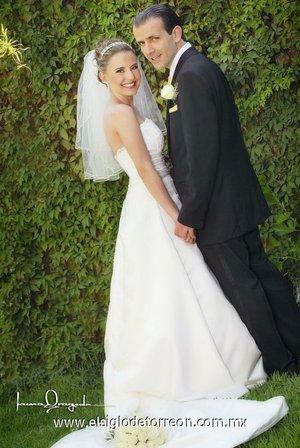 Sr. José Miguel Batarse Silva y Srita. Zoyla Angélica Valdés Castillo unieron sus vidas en sagrado matrimonio en la parroquia de San Pedro Apóstol, el sábado 26 de mayo de 2007.  <p> <i>Estudio Laura Grageda.</i>