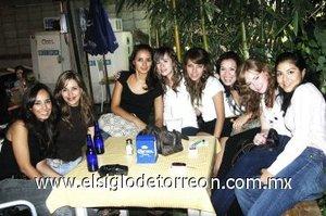 02092007 Aly, Fabi, Pam, Tere, Cristina, Isadora, Anahí y Luisella, en conocido restaurante de la ciudad.