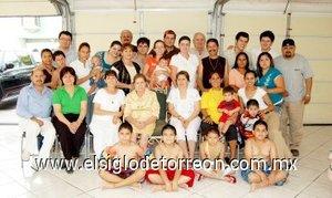 02092007 Doña Leonor acompañada de las familias Quiroz Reyes, Mancha Reyes, Elizondo Reyes, Reyes Favila y Reyes Frausto.