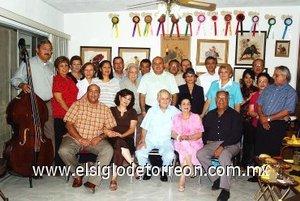 07092007 Vicente de Alvarado celebró sus 80 años de vida en compañía de su esposa Rosina, sus hijos, familiares y amigos.