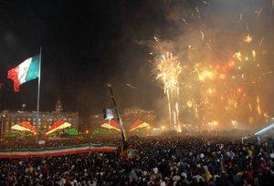 Se vivieron momentos llenos de luz, juegos pirotécnicos y mucha fiesta en el Zócalo.