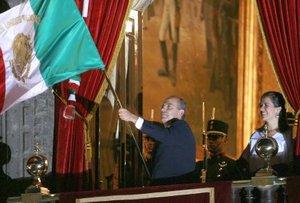 Felipe Calderón vitoreó a los héroes de la patria que ofrendaron su vida en esta gesta histórica.