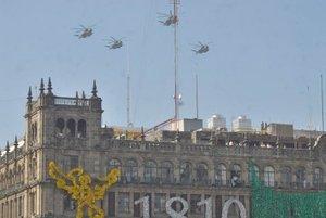 Doce años después de que la aviación mexicana no participaba en los festejos de la Independencia,  80 aeronaves castrenses surcaron los cielos de la Ciudad de México para honrar a los héroes que nos dieron Patria y Libertad.