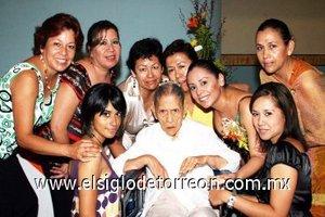 13092007 María Montserrat Martínez Galindo disfrutó de una despedida organizada por su abuelita Esperanza Vázquez Echávarri, Cleotilde, Amalia, Patricia, Margarita, Rocío y Ana.