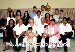 14092007 Blanca Leticia Monreal Adame fue festejada por sus familiares, con motivo de su jubilación de