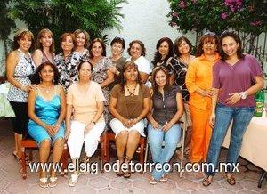 14092007 Con una fiesta sólo para mujeres, festejaron a Isabel Espinoza de Santillán.
