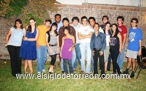 16092007 Julio Ernesto Betancourt Gallardo, acompañado de sus amigos.