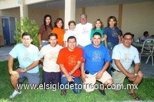 16092007 La feliz pareja junto a sus nueve hijos Adriana, Mónica, Gabriela, Angélica, Sergio, Enrique, Gerardo, Jorge y Guillermo Coronado Enríquez.