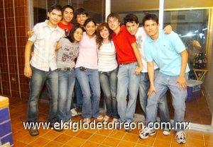 16092007 Tania Rosales con sus amigos Ulises González, Rogelio Juárez, Ilse Juárez, Dalma Sánchez, Jorge Gajón, Arturo Rivas, Héctor Arreola y Alejandro Valenzuela.