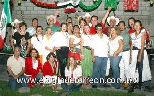 18092007 Ex alumnos de la Preparatoria 18 de Marzo se juntaron para celebrar la Independencia de México