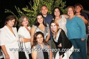 26092007 Gloria acompañada de Luzma Sarmiento, Gloria Pérez, Jesús González, Karina González, María Elena Carrillo, Vero González, Abi y Mónica Pérez.