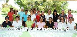 26092007 Grupo de madrinas que le dieron la bienvenida a varias deportistas de golf, a quienes le llaman sus ahijadas, que se sumarán a los torneos de golf del Club Campestre Torreón.