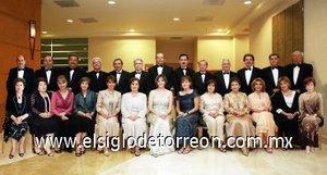 28092007 En fecha reciente tomó protesta la nueva mesa directiva del Club Sembradores de Torreón para el ejercicio 2007-2008, quienes estuvieron acompañados de sus respectivas esposas.